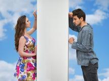 кавказские пары конфликта укомплектовывают личным составом женщин женщины людей молодых Стоковая Фотография