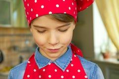 Кавказский мальчик в форме шеф-повара Стоковые Фотографии RF