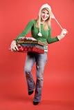 кавказский праздник нося девушки подарков стоковые изображения rf