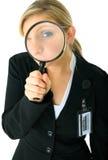 кавказский расследовать женщины серьезный вы стоковые изображения rf