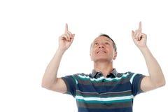 Кавказский человек указывая вверх по его пальцам Стоковые Изображения RF