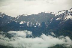 кавказское ясного дня highmountains гор России -го солнце в октябре Стоковое Фото