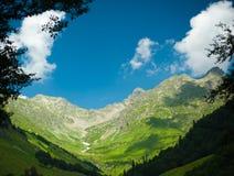 кавказское ясного дня highmountains гор России -го солнце в октябре Стоковые Изображения RF