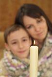 кавказско очаровывающ ее сынка мамы славный стоковые фото