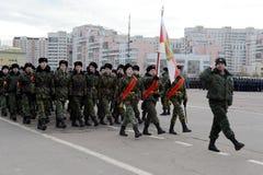 Кадеты корпуса кадета Москвы дипломатического подготавливают для парада 7-ое ноября на красной площади Стоковая Фотография