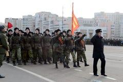 Кадеты корпуса кадета Москвы музыкального подготавливают для парада 7-ого ноября в красной площади Стоковое Изображение