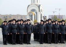 Кадеты полиции университета закона Москвы министерства внутренних дел России на церемониальном здании стоковое изображение rf
