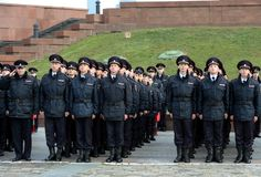 Кадеты полиции университета закона Москвы министерства внутренних дел России на церемониальном здании стоковое изображение