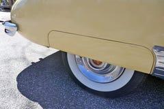 Кадиллак, ванильный желтый цвет, американский автомобиль 1940s, моделирует йогу Циновку 62 Coupe, 1947 Редкость! Гамбург, Германи Стоковая Фотография