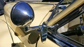 Кадиллак, ванильный желтый цвет, американский автомобиль 1940s, моделирует йогу Циновку 62 Coupe, 1947 Редкость! Гамбург, Германи Стоковые Изображения RF