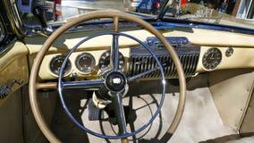 Кадиллак, ванильный желтый цвет, американский автомобиль 1940s, моделирует йогу Циновку 62 Coupe, 1947 Редкость! Гамбург, Германи Стоковое Фото