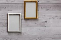 2 кадра для фото на свете, винтажной деревянной предпосылке Стоковые Фото