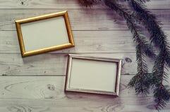 2 кадра для фото на свете, винтажной деревянной предпосылке Стоковое Фото