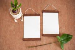 2 кадра на деревянной предпосылке Стоковые Изображения