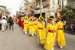 Каждый год, на 4-ый день 1-ого лунного месяца, деревня Дуна Ky проводит фестиваль фейерверка Стоковые Изображения