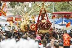 Каждый год, на 4-ый день 1-ого лунного месяца, деревня Дуна Ky проводит фестиваль фейерверка Стоковые Фотографии RF