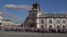 Казань, Россия, 9-ое мая: шествие бессмертного полка сток-видео