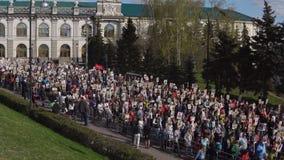 Казань, Россия, 9-ое мая: шествие бессмертного полка видеоматериал