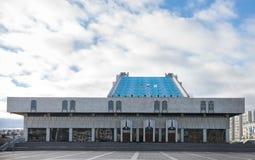 КАЗАНЬ, РОССИЯ - 5-ОЕ НОЯБРЯ 2018: Театр Tatarian академичный квадрата Kamal и Kamal, театра был построен в 1987 стоковые фото