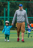 КАЗАХСТАН, АЛМА-АТА - 11-ОЕ ИЮНЯ 2017: Конкуренции ` s детей задействуя путешествуют de ребенк Дети постаретые 2 до 7 лет состяза Стоковое Фото