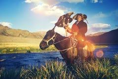 Казах натренировал концепцию Olgei Монголии орла конноспортивную Стоковые Фотографии RF