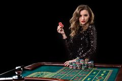 казино играя женщину Женщина укрепляет кучи обломоков играя rou стоковое изображение