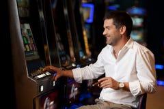 казино надеясь игрок для того чтобы выиграть Стоковые Фотографии RF