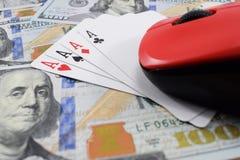 Казино онлайн, реальные деньги на долларах денег таблицы Стоковое фото RF
