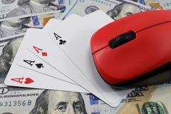 Казино онлайн, реальные деньги на долларах денег таблицы Стоковая Фотография RF