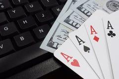 Казино онлайн, реальные деньги на долларах денег таблицы Стоковые Фото