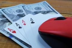 Казино онлайн, реальные деньги на долларах денег таблицы Стоковое Изображение