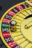 Казино рулетки играя в азартные игры стоковое фото