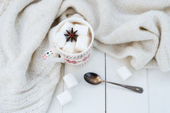 Какао с анисовкой зефира и звезды Стоковое Фото