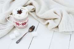 Какао с анисовкой зефира и звезды Стоковые Фотографии RF