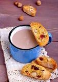 Какао с biscotti Стоковые Фотографии RF