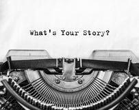 Какое ` s ваш рассказ? вопрос напечатанный на старой машинке стоковые фотографии rf