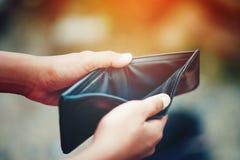 Как заработать деньги онлайн и деньги для того чтобы сделать дело финансовохозяйственно стоковые изображения