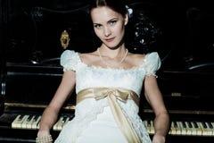 как невеста одетьнная женщина стоковая фотография