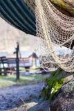 как премудрость людей рыболовства оборудования Крупный план белой сети fishnet внешней Стоковое фото RF