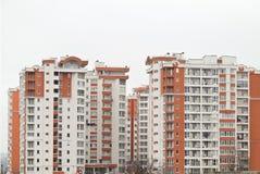 Как раз законченный новый роскошный многоквартирный дом Стоковое фото RF