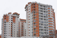 Как раз законченный новый роскошный многоквартирный дом Стоковая Фотография RF