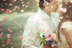 Как раз пожененные пары венчания Стоковое Фото
