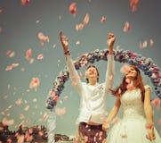 Как раз пожененные пары венчания Стоковое Изображение