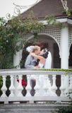 Как раз поженено в дне их венчание стоковые фото