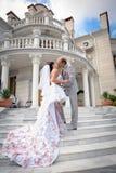 Как раз поженено в дне их венчание стоковая фотография rf