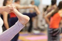 как раз расположите ослабьте йогу Стоковые Фото