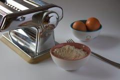 Как сделать итальянские макаронные изделия стоковые фото