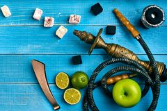 как табак фото предпосылки batural Турецкий куря кальян с вкусом табака зрелых зеленых яблока и известки Стоковое фото RF