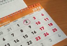 Календарь в феврале дня Groundhog, блокнот с датой 2-ое февраля Стоковая Фотография RF