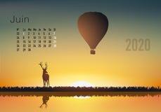 календарь 2020 готовый для печати во французской версии, показывая заходы солнца на ландшафтах overflighted воздушными шарами иллюстрация вектора